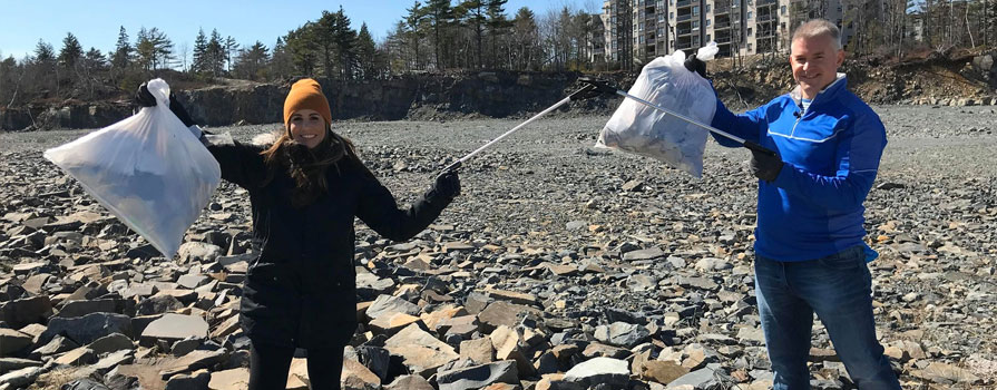 akerley校园 grad Adam Ullock, founder of the 没有va Scotia ONE Garbage Bag Challenge on Facebook is pictured (left) with Ana Almeida (right) of CTV Morning Live.